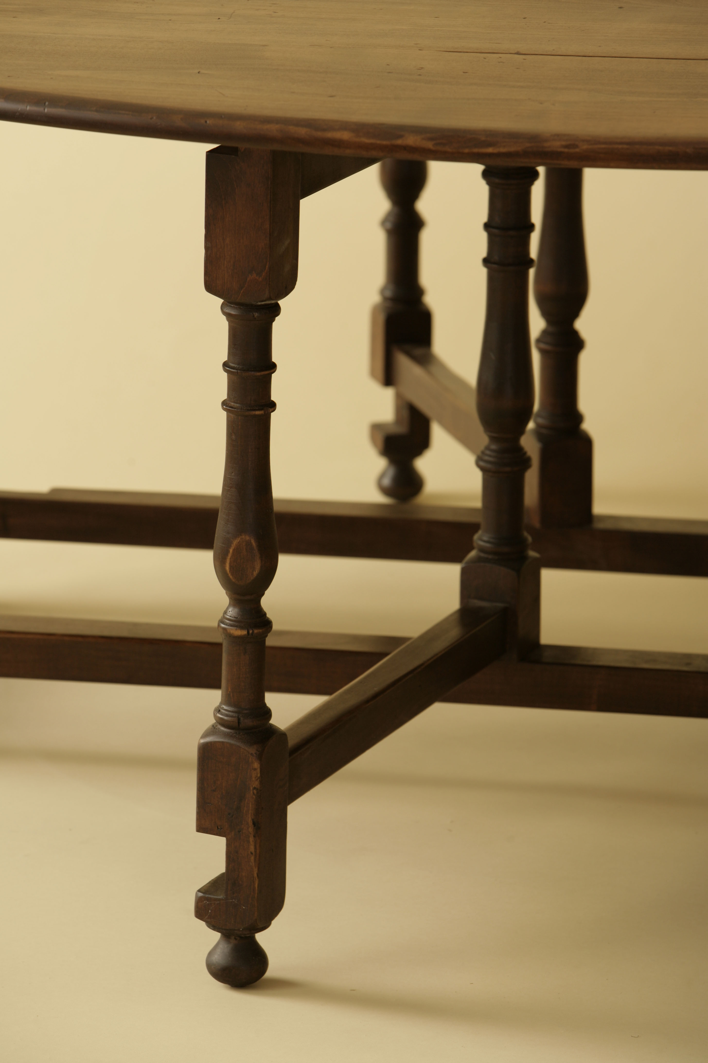 Round Gateleg Table